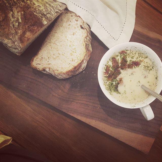 '따끈'과 '뜨끈' 사이… 시린 몸 녹이는 수프 한 그릇