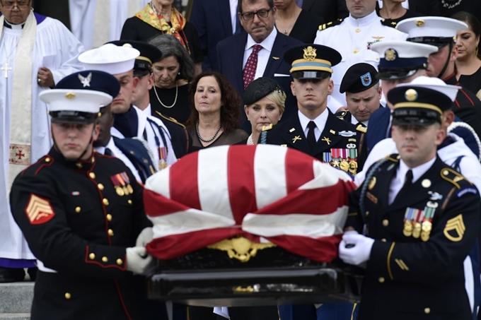 매케인 장례식에 대한 이미지 검색결과
