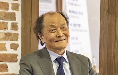 """조정래 작가 """"'미투' 성범죄자 작품은 매도 돼야"""""""