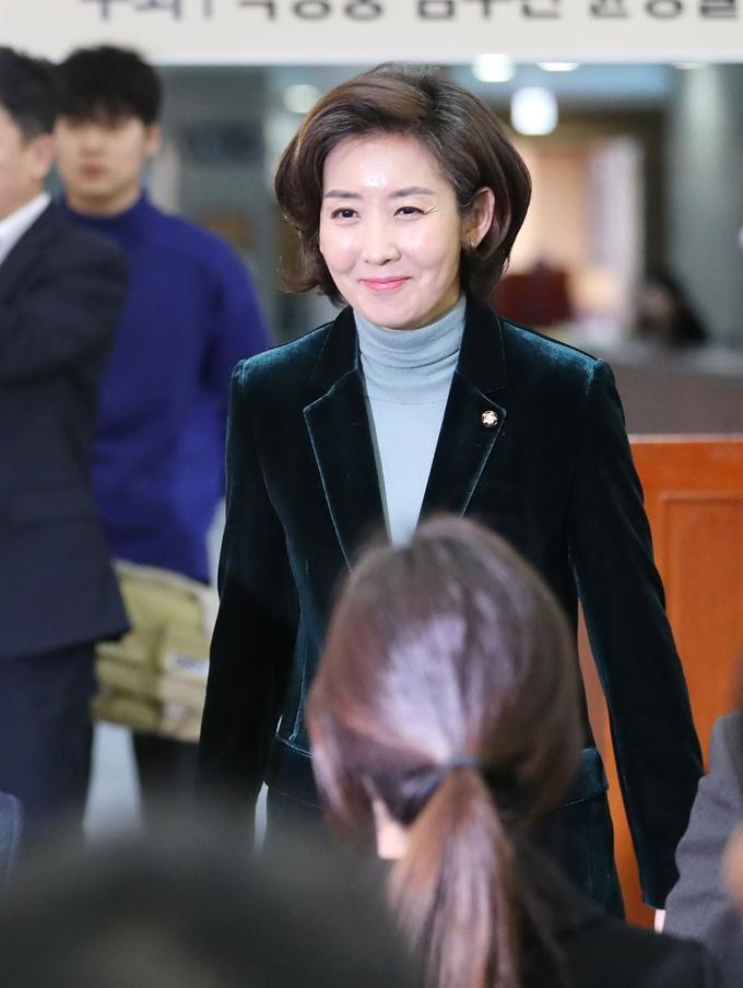 한국당 여성 첫 원내사령탑… '복당파 독주 불만' 표심 쓸어
