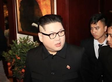 가짜 트럼프와 김정은, 깜짝 등장