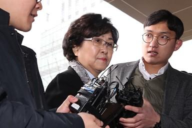 굳은 표정의 김은경 전 장관