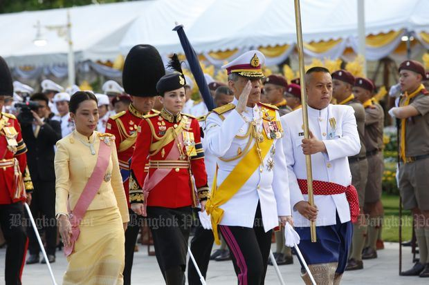 태국 국왕, 대관식 앞두고 26세 연하 근위대장과 결혼