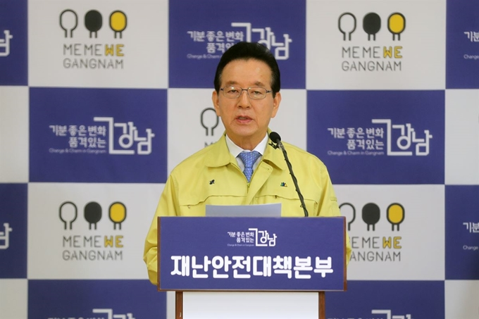 """서울 강남구청장 """"제주 방문 모녀 선의의 피해자"""" 발언 사과"""