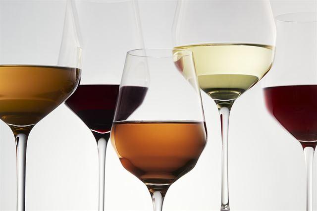 포도 외엔 아무것도 넣지 않은 야생의 맛 '내추럴 와인'