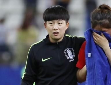 아쉬움에 눈물 흘리는 여자 대표팀