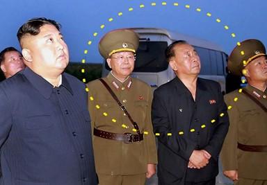 중국산 미니버스 개조한 김정은의 이동 지휘...