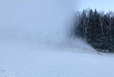 개장 준비 분주한 스키장