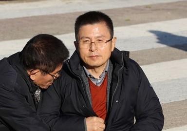 '단식' 황교안 옷 챙기는 김문수