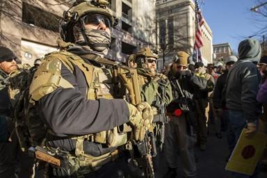 군대 아닙니다… 살벌한 美 총기옹호 집회 풍경