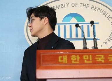 """민주당 '원종건 후폭풍'…한국당 """"人災 된 인재 영입"""""""