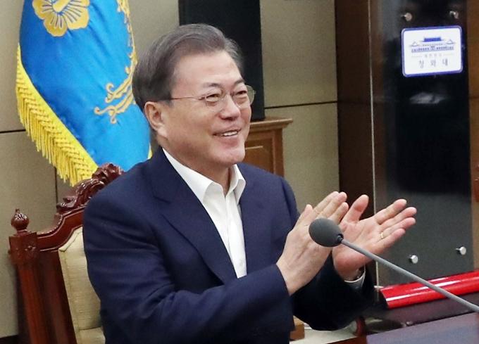 """기생충 4관왕' 소식에 문재인 대통령 """"우리 봉준호 감독"""" 이미지 검색결과"""