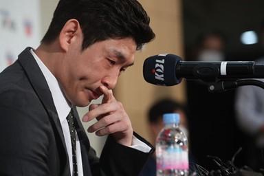 '굿바이' 양동근, 눈물의 회견
