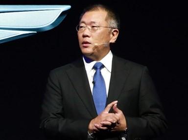 정의선, 위기 속 공장 풀가동… 代이어 '역발상'