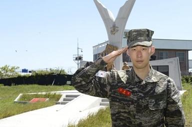 기초군사훈련도 1등 수료, 손흥민
