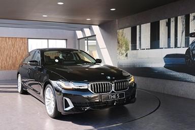 새로운 헤드라이트로 비즈니스 세단을 정의하다 'BMW 뉴 5 시리즈'