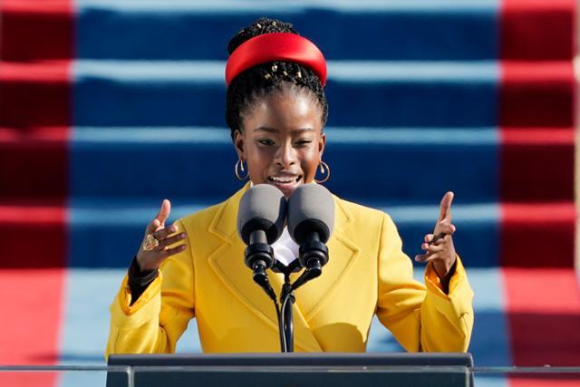 Biden의 취임식에서 노란색 코트를 입은 흑인 시인의 눈