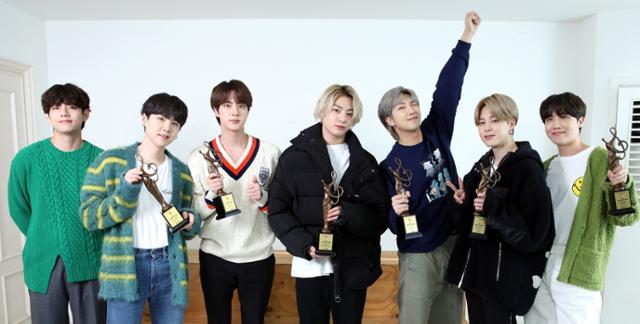 방탄 소년단, 4 년 연속 대상 … 최우수 음원 및 앨범 상 → 6 관 '올킬' ['2021 서울가요대상' 종합]