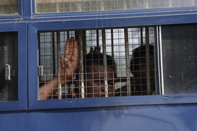 """UN, 미얀마 쿠데타 비난 결의안 채택 … 중러""""내정""""반대"""