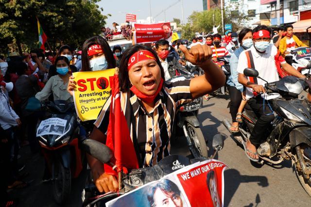 '쿠데타 불복종'혐의로 의료진 체포 시도 … 미얀마 시위 증가
