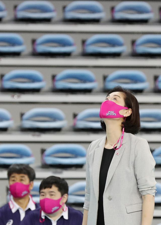 """박미희 감독 """"남은 선수들도 희생자 … 지나친 관심으로 스트레스"""""""