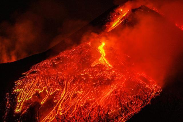 우주에서 관측 된 에트나 화산 폭발 …