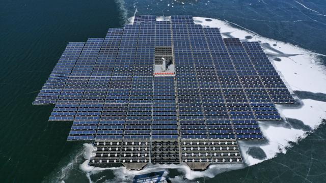 수 상태 양광 발전소 8 개 설치 … '수질 오염'논란을 넘어 설까?