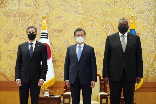 """""""중국의 압력, 북한의 핵무기, 인권""""… 미국 안보 2 등, 민 · 외교의 약점 만 찔 렸다"""
