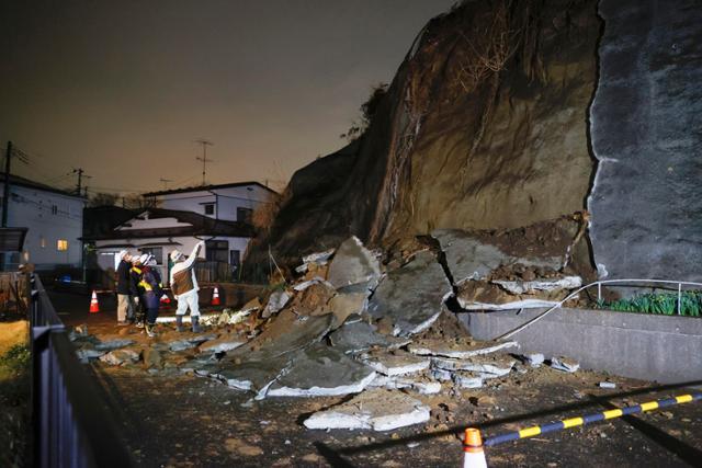 한 달에 한 달 … 강력한 3/11 지진의 여진, 주말 저녁에 공포에 질린 일본 열도