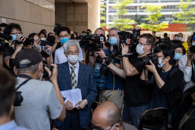 홍콩 법원, 불법 집회 조직 혐의로 민주당 원 7 명 기소