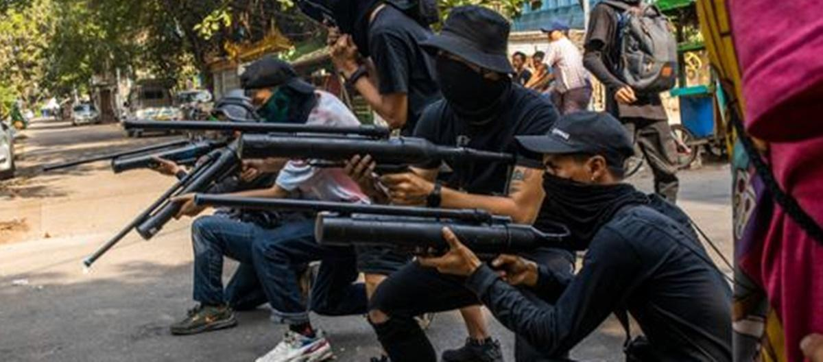 """""""피의 바다, 내전 임박""""… 미얀마 시민들도 총소리를 들었다"""