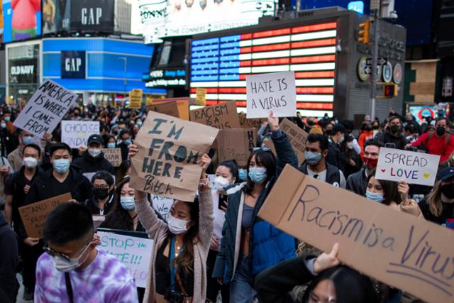 캘리포니아에서 걷는 아시아 여성, 칼에 찔려 살해