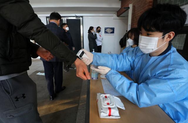 신종 코로나 바이러스 668 명 확인 … 48 일 만에 600 명이 들어갔다