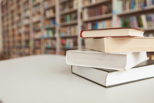 대학생들은 1 년에 4 개의 도서관을 빌립니다 … 그 중 절반은 10 년 전
