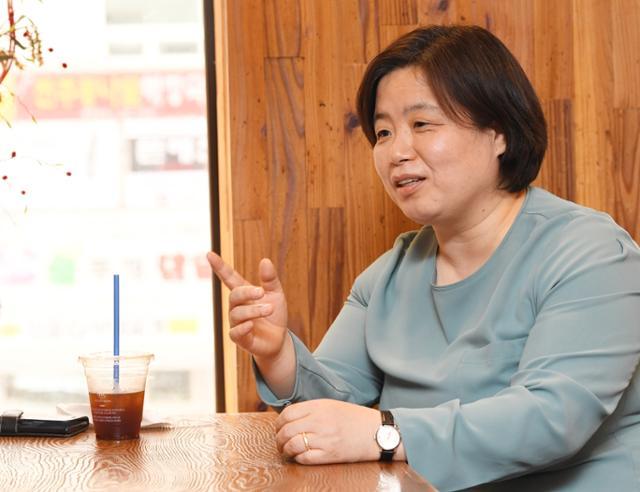 지난달 22일 서울 정의당 당사 인근 카페에서 배복주 정의당 부대표가 한국일보와 인터뷰를 하고 있다@배우한 기자